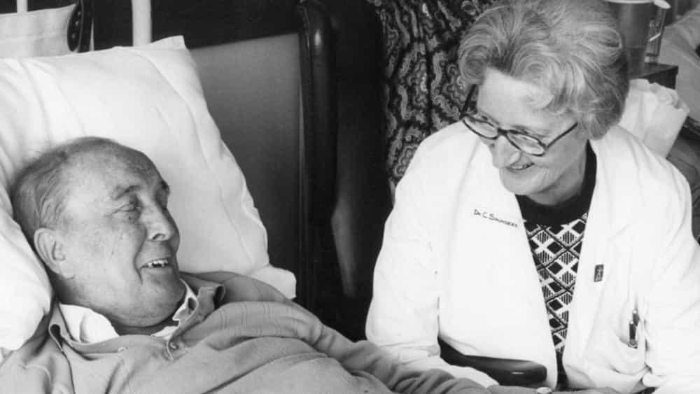 Cicely Saunders amb un malalt